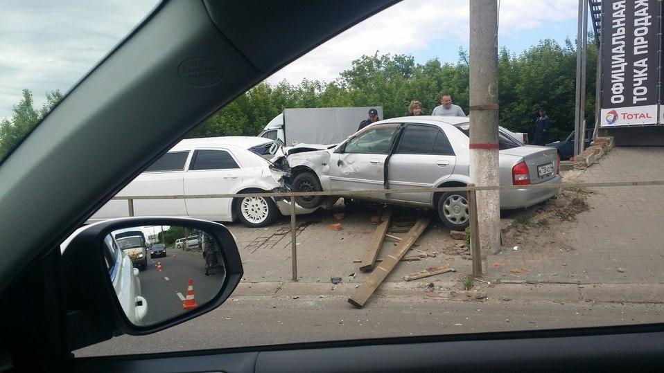 Утром наЭнгельса шофёр умер, врезавшись влимузин