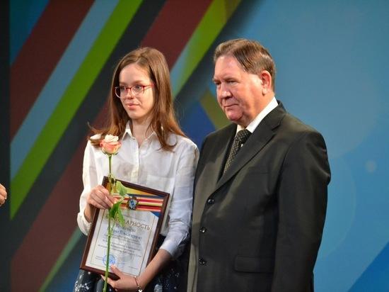 В Татьянин день губернатор Александр Михайлов наградил особо отличившихся представителей талантливой молодежи региона