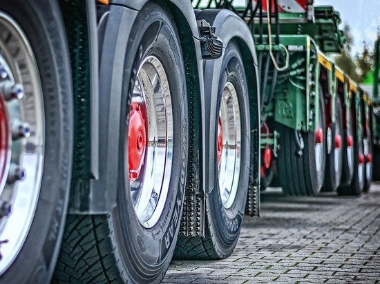 Из-за непогоды В Белгородской области грузовики не могут выехать из России