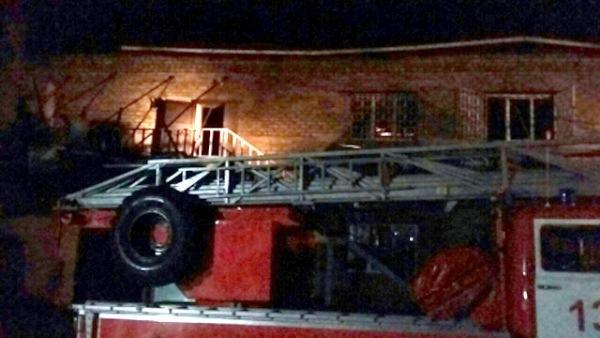 ВЩиграх изгорящего здания пожарные эвакуировали 18 человек
